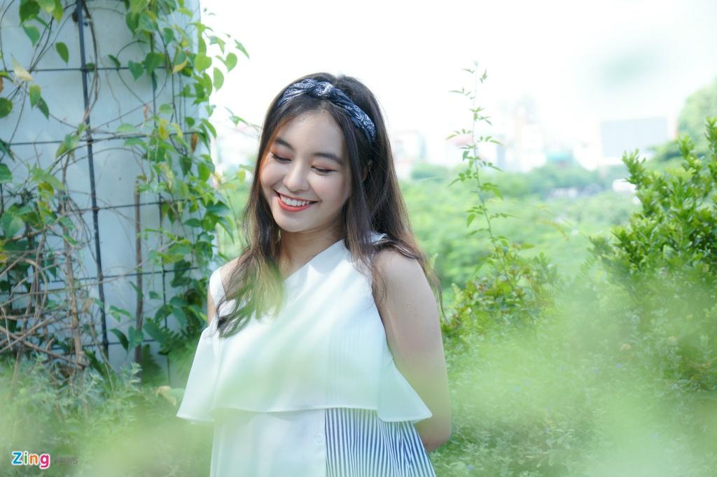 9X xinh dep dong MV cung My Tam, gioi 2 ngoai ngu, rat thich choi game hinh anh 11