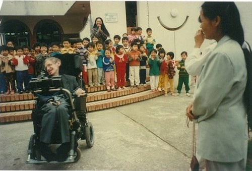 Stephen Hawking anh 2