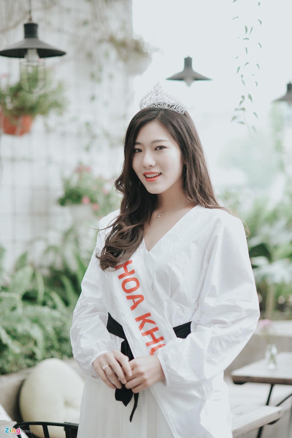 Hoa khoi Bao chi cao 1,75 m: 'Minh tung tap ta cho nguoi thap di' hinh anh 3
