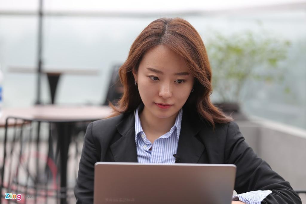 Phong vien xinh dep dai SBS: Banh my va pho o Viet Nam vua ngon vua re hinh anh 1