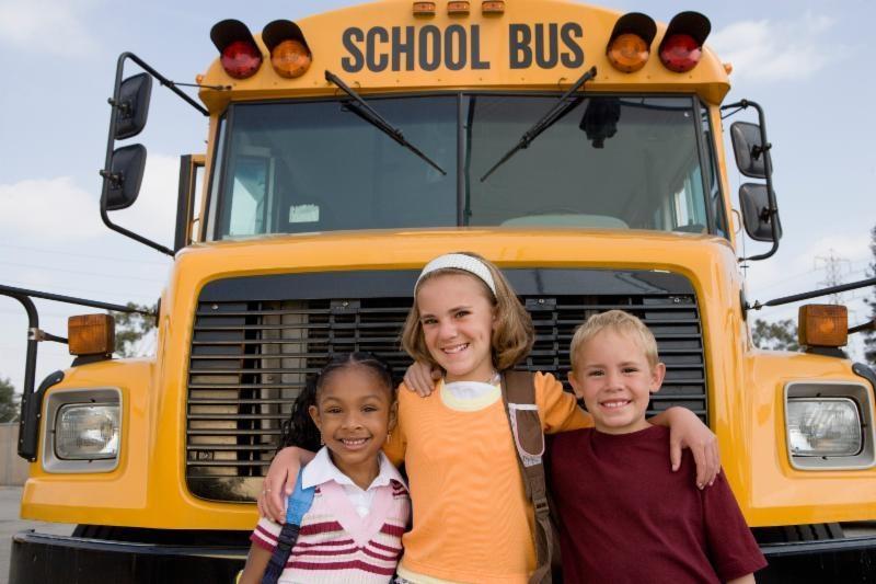Từ vụ bé lớp 1 trường Gateway tử vong: Xe đưa đón học sinh trên thế giới vận hành ra sao