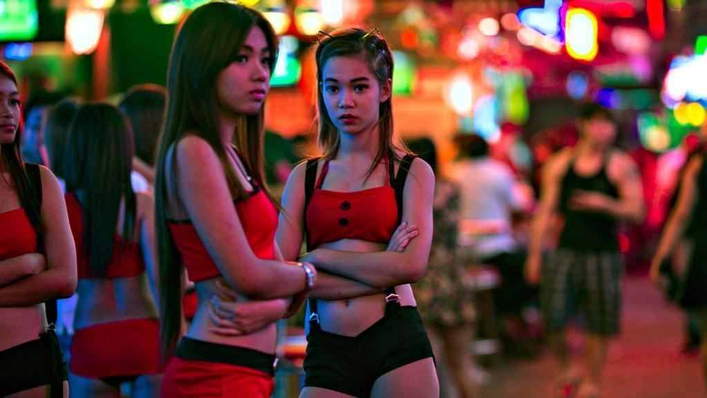 Ben trong cac quan bar thieu nu bi ban vao de mua vui o Thai Lan hinh anh 2
