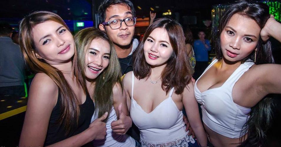 Ben trong cac quan bar thieu nu bi ban vao de mua vui o Thai Lan hinh anh 3