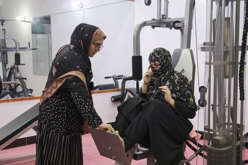 Phu nu Afghanistan bi doa giet vi tap gym anh 1