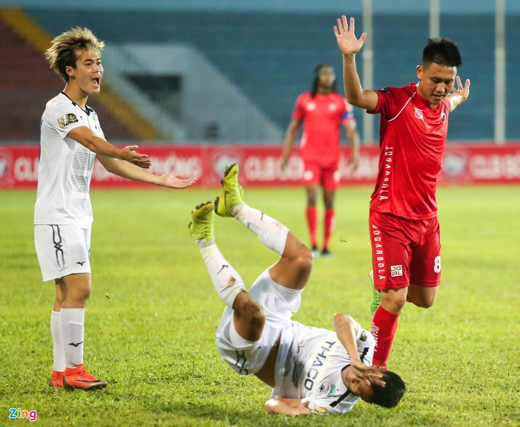 Van Toan duoc fan to chuc sinh nhat som sau tran thua Hai Phong hinh anh 5