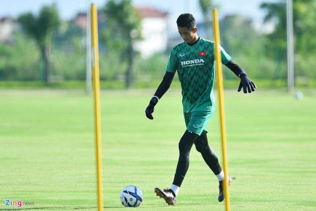Thu mon cao 1,93 m gay an tuong o buoi tap cua U23 Viet Nam hinh anh 1