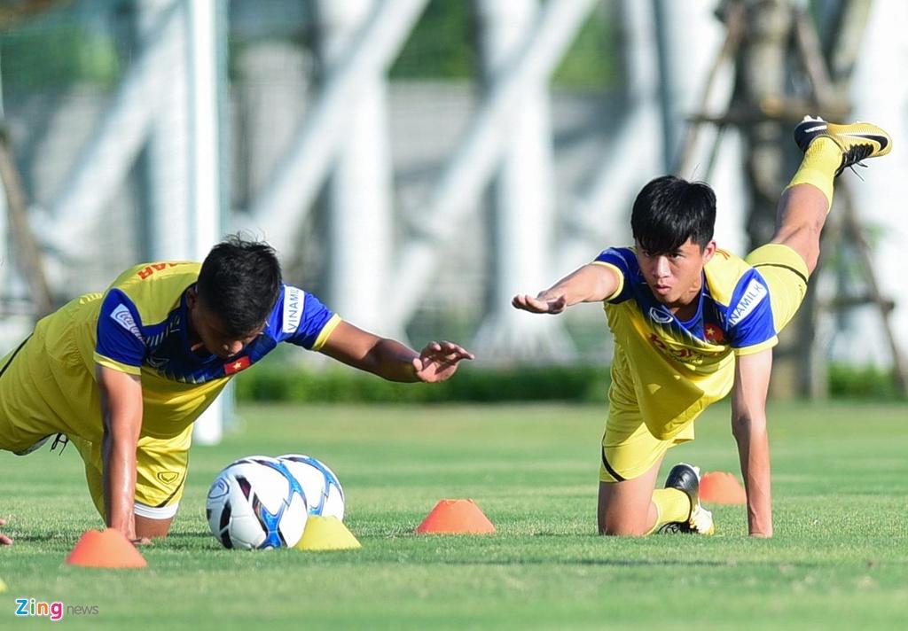 Thu mon cao 1,93 m gay an tuong o buoi tap cua U23 Viet Nam hinh anh 3
