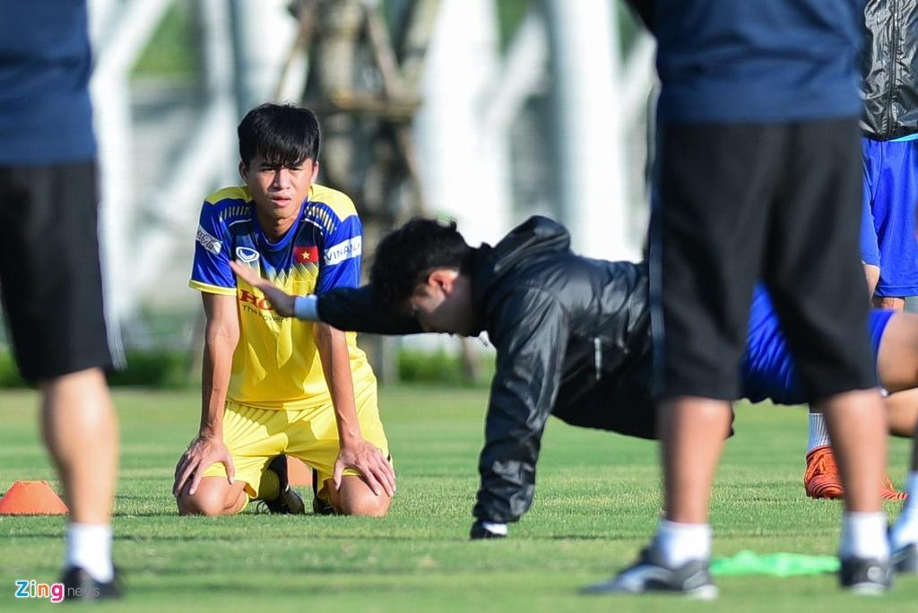 Thu mon cao 1,93 m gay an tuong o buoi tap cua U23 Viet Nam hinh anh 4