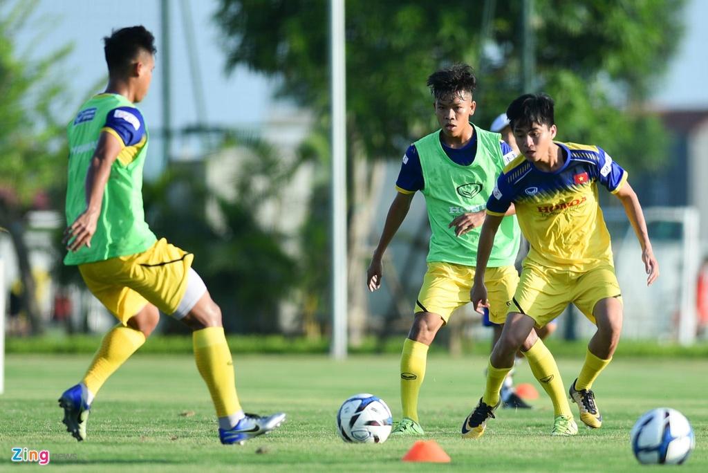 Thu mon cao 1,93 m gay an tuong o buoi tap cua U23 Viet Nam hinh anh 6