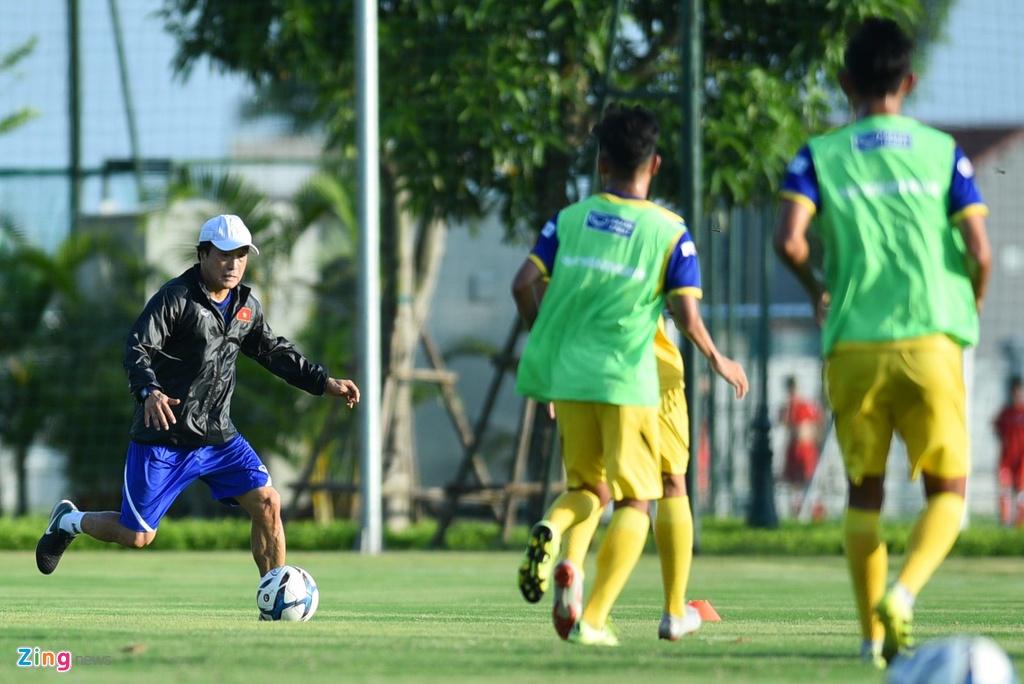 Thu mon cao 1,93 m gay an tuong o buoi tap cua U23 Viet Nam hinh anh 7
