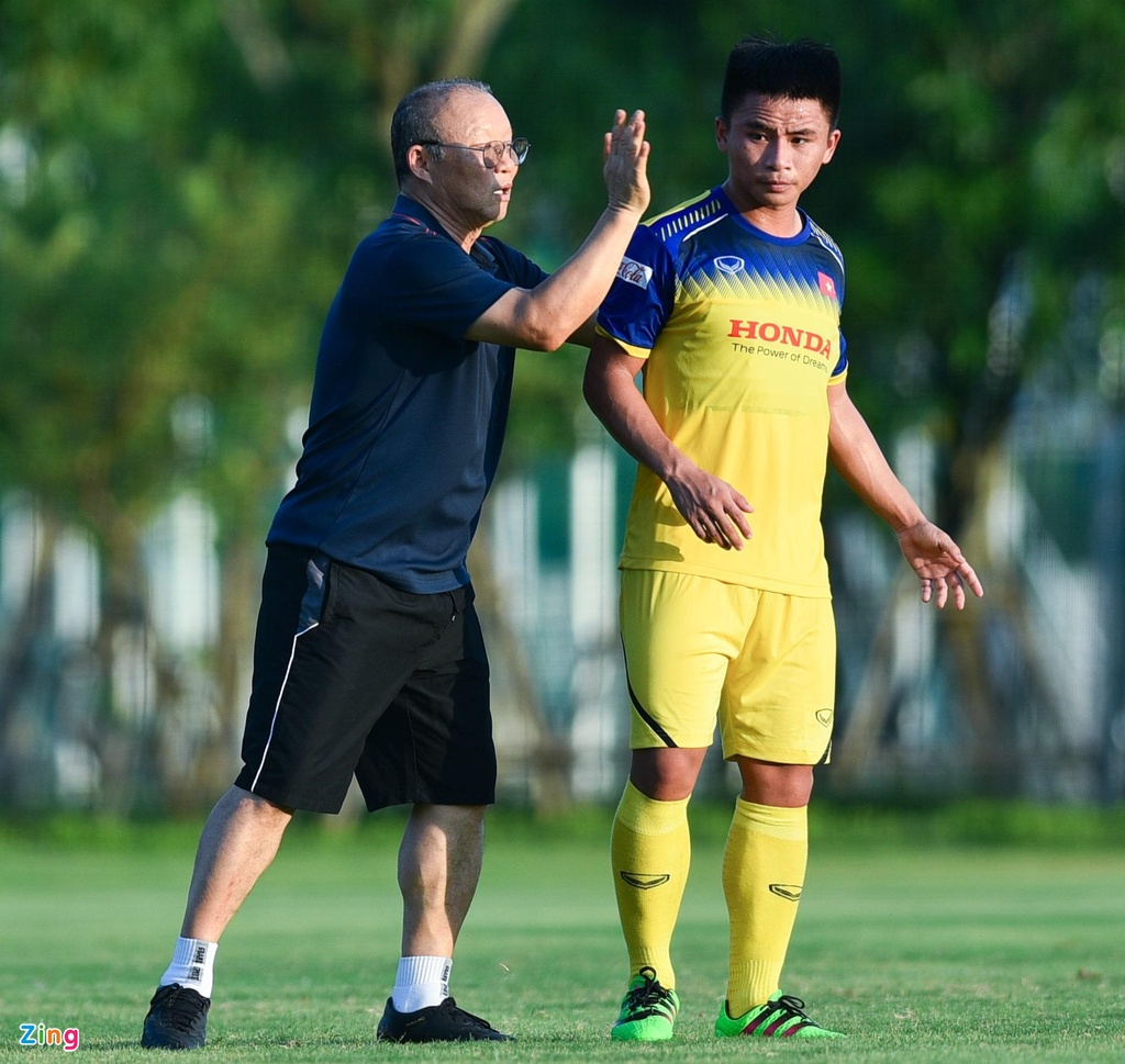 Thu mon cao 1,93 m gay an tuong o buoi tap cua U23 Viet Nam hinh anh 9