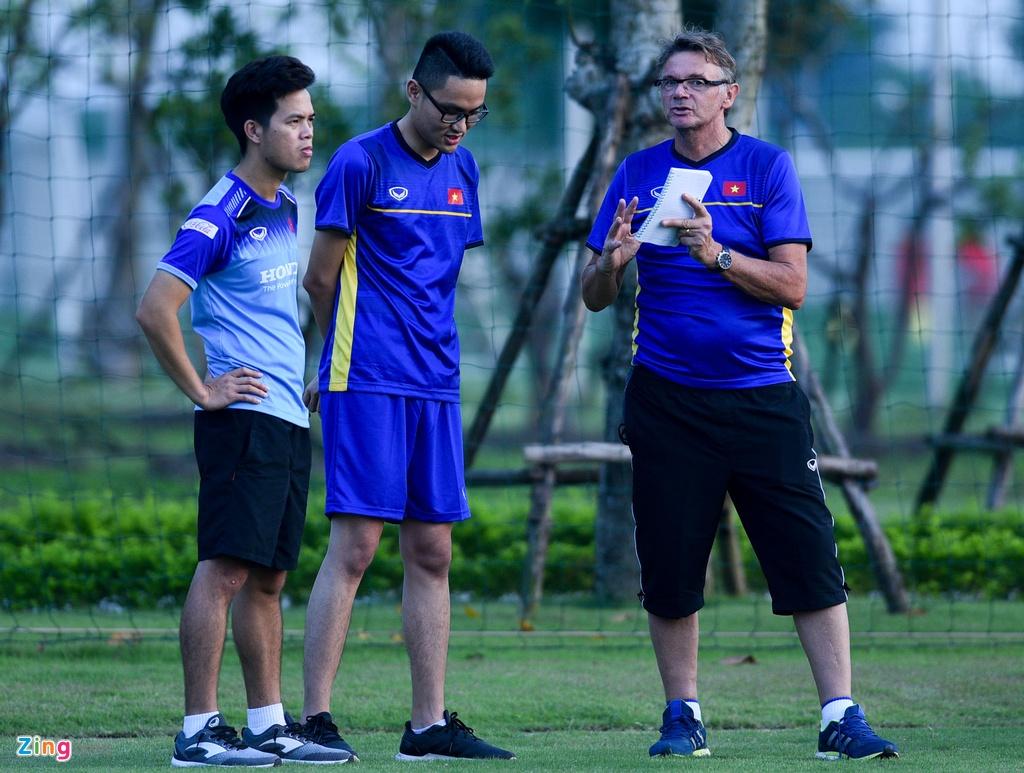 U19 Viet Nam hung khoi tap luyen duoi quyen Philippe Troussier hinh anh 4