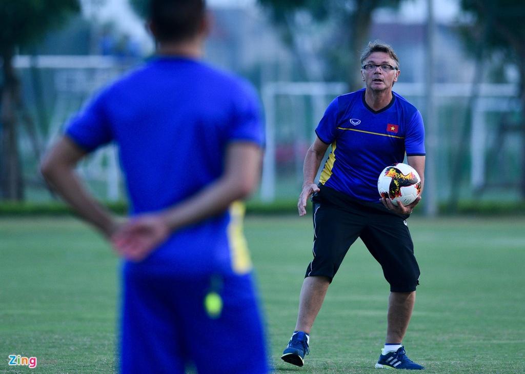 U19 Viet Nam hung khoi tap luyen duoi quyen Philippe Troussier hinh anh 7