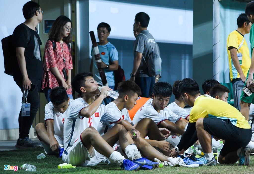 Cau thu U16 Viet Nam guc xuong san sau tran thua Australia hinh anh 1