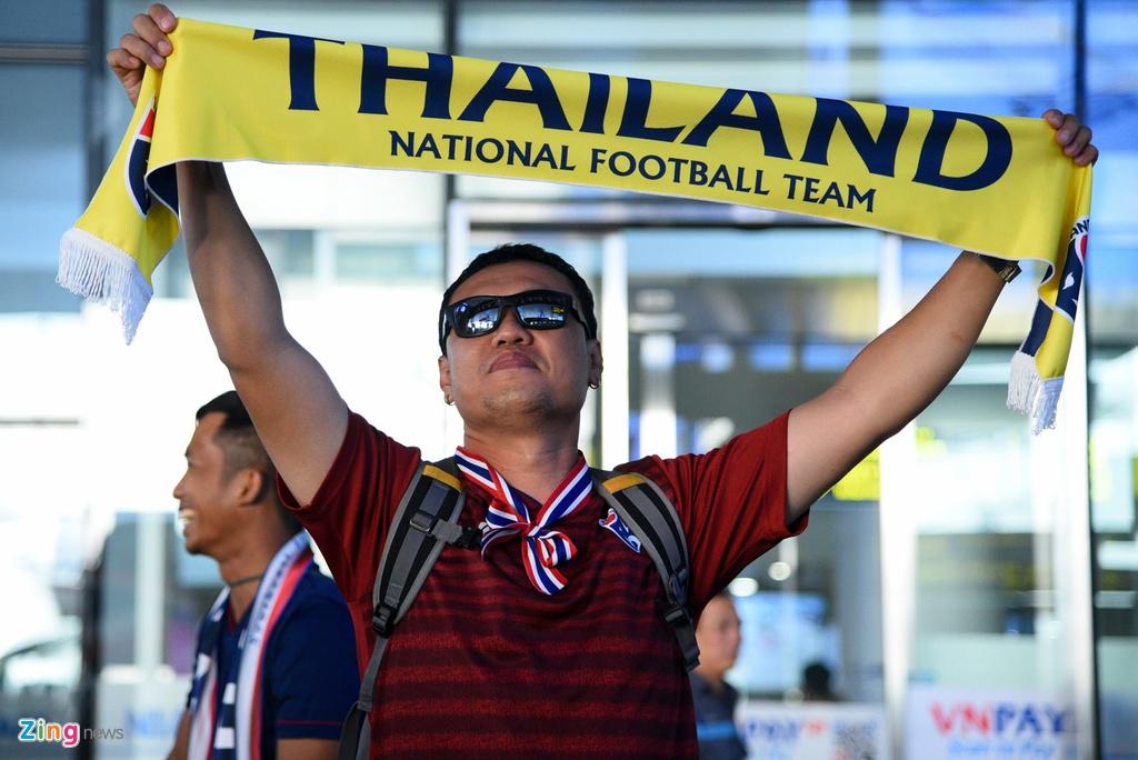 Thai Lan den Noi Bai, san sang cho tran gap tuyen Viet Nam hinh anh 8