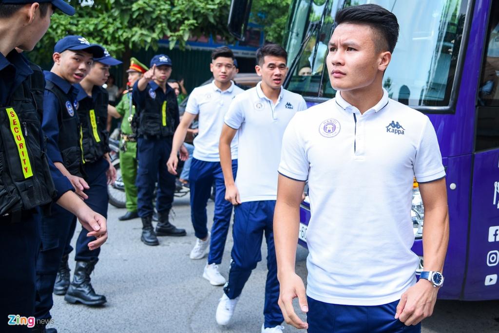 Quang Hai giup fan nhi gianh ve di Malaysia xem vong loai World Cup hinh anh 1