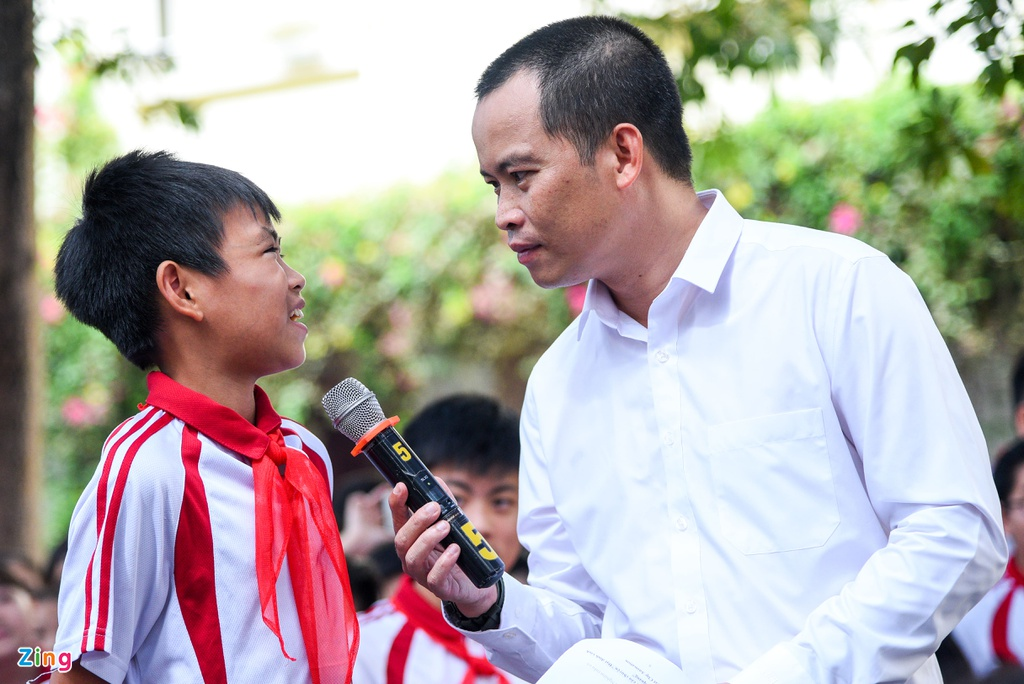 Quang Hai giup fan nhi gianh ve di Malaysia xem vong loai World Cup hinh anh 6