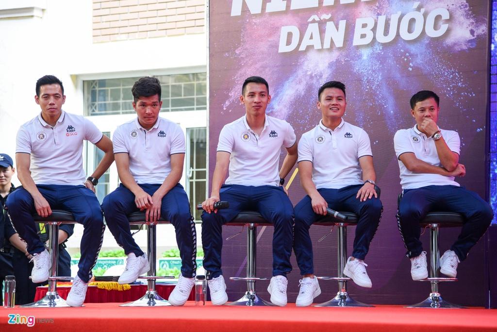 Quang Hai giup fan nhi gianh ve di Malaysia xem vong loai World Cup hinh anh 7