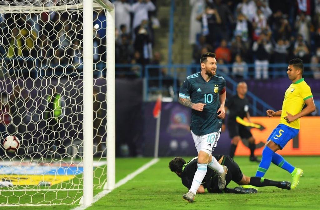 Messi ghi ban sau an treo gio giup Argentina thang Brazil hinh anh 4