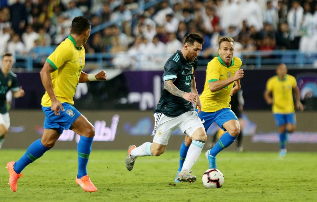 Messi ghi ban sau an treo gio giup Argentina thang Brazil hinh anh 8