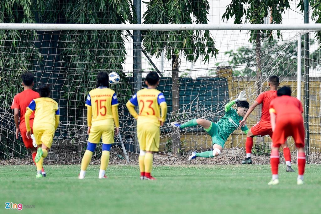 Hoang Thi Loan du bi trong tran tuyen nu Viet Nam thua U15 PVF hinh anh 4