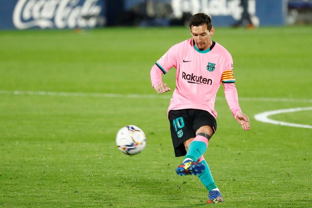 Nc247info tổng hợp: Messi bị đánh cùi chỏ trong trận thua của Barca