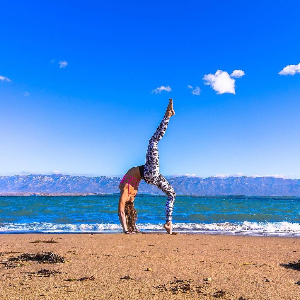 Bo anh yoga vong quanh the gioi cua nu phi cong 29 tuoi anh 2