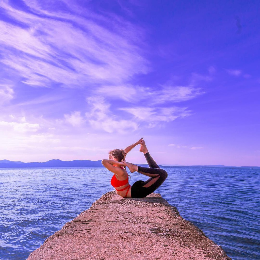 Bo anh yoga vong quanh the gioi cua nu phi cong 29 tuoi anh 7