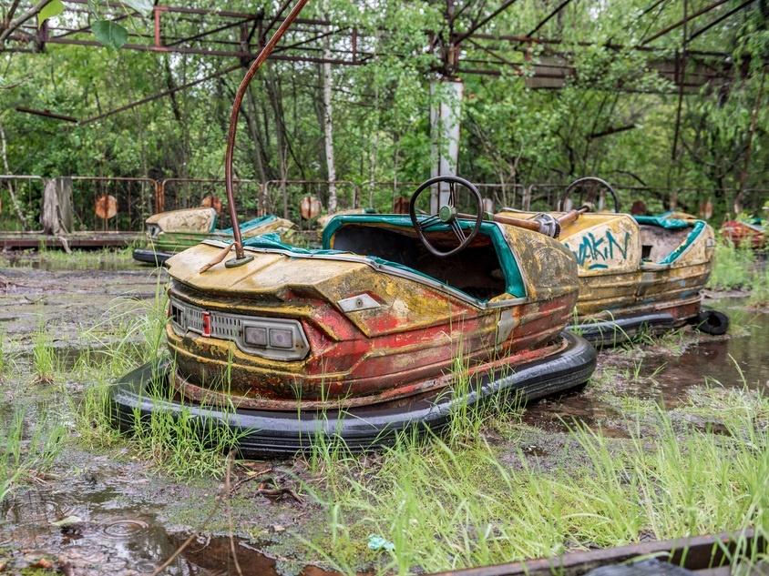 Pripyat (Ukraine) là nơi xảy ra thảm họa điện hạt nhân tàn khốc nhất trong lịch sử. Năm 1970, Pripyat được xây dựng đặc biệt cho công nhân nhà máy điện hạt nhân gần đó. Thành phố có hơn 13.000 căn hộ, trường học cho 5.000 trẻ em, 20 cửa hàng và quán cà phê, trung tâm văn hóa, bệnh viện... khi thảm họa xảy ra tại nhà máy điện Chernobyl năm 1986. Toàn bộ cư dân được sơ tán và tái định cư ở nơi khác. Vì mức độ phóng xạ giảm đáng kể trong những năm qua, mọi người được phép quay lại