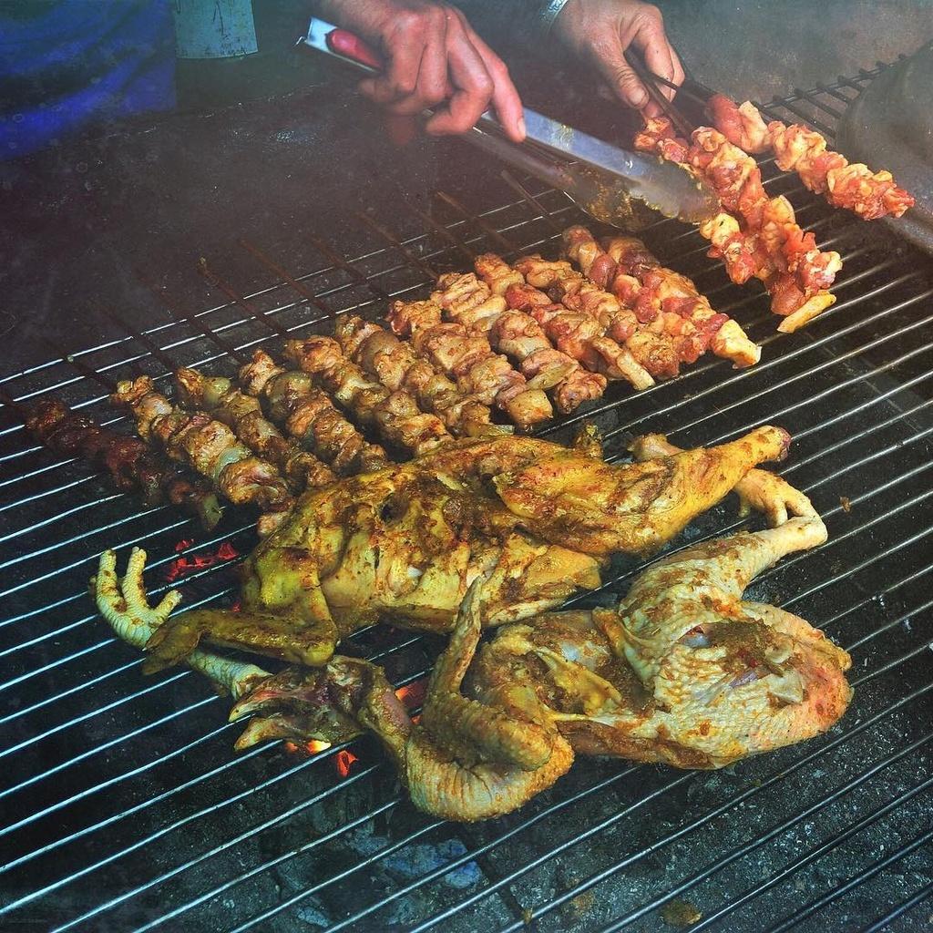 Các món ăn thơm ngon, đậm đà vị Tây Bắc sẽ làm chuyến đi Sa Pa ngày se lạnh của bạn thêm hoàn hảo.
