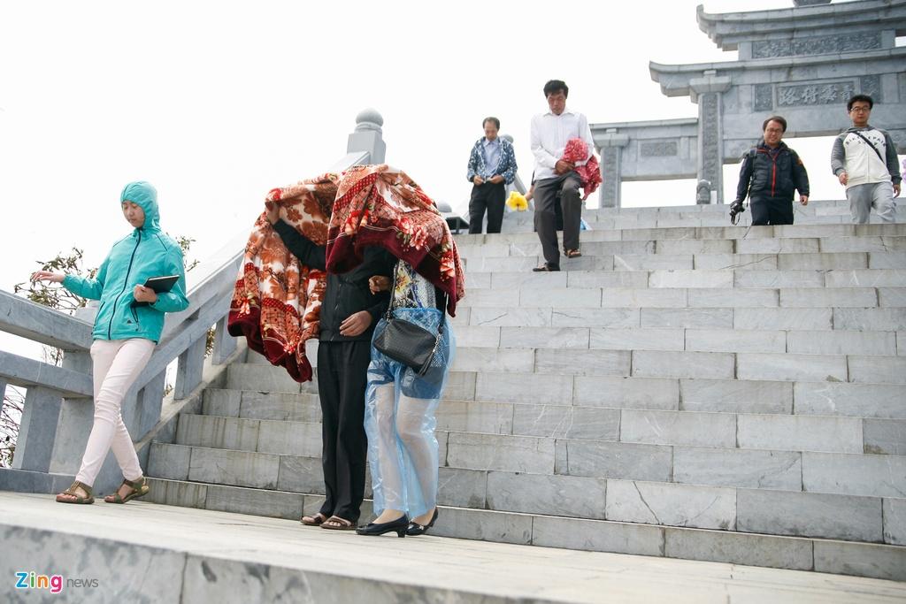 'Chinh phuc' Fansipan khon kho ngay nghi le hinh anh 10