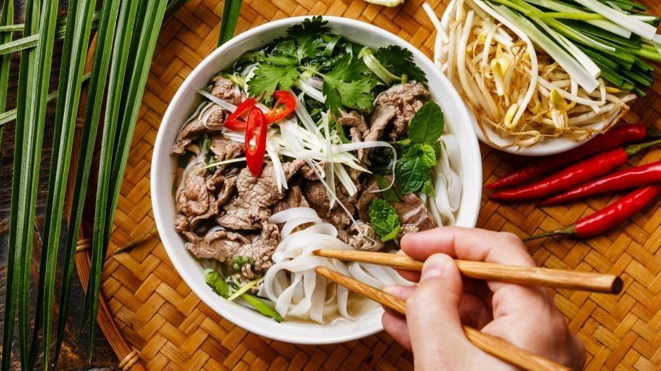 Tu Viet Nam qua cac nuoc, hanh trinh vuon tam the gioi cua pho Viet hinh anh 4