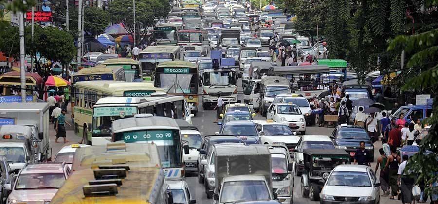 Duong pho Myanmar ach tac, tran ngap xe hoi sau 16 nam cam xe may hinh anh 11