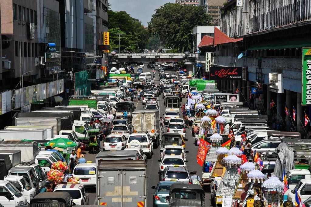 Duong pho Myanmar ach tac, tran ngap xe hoi sau 16 nam cam xe may hinh anh 9