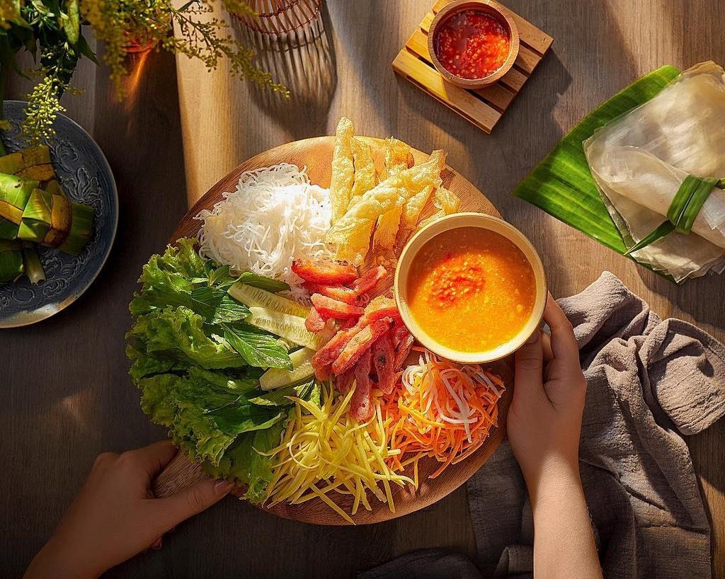 30/4 nay, den Nha Trang nem hai san, bun sua va loat mon an ngon, re hinh anh 3