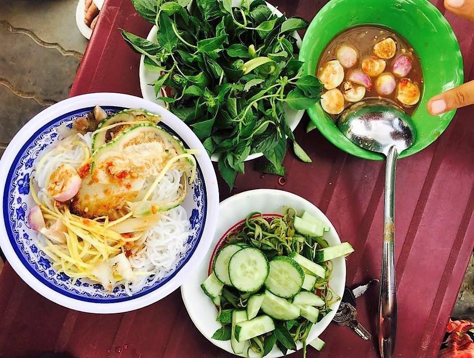 Den Ninh Thuan, an com ga, banh canh va loat mon nem mot lan nho mai hinh anh 5