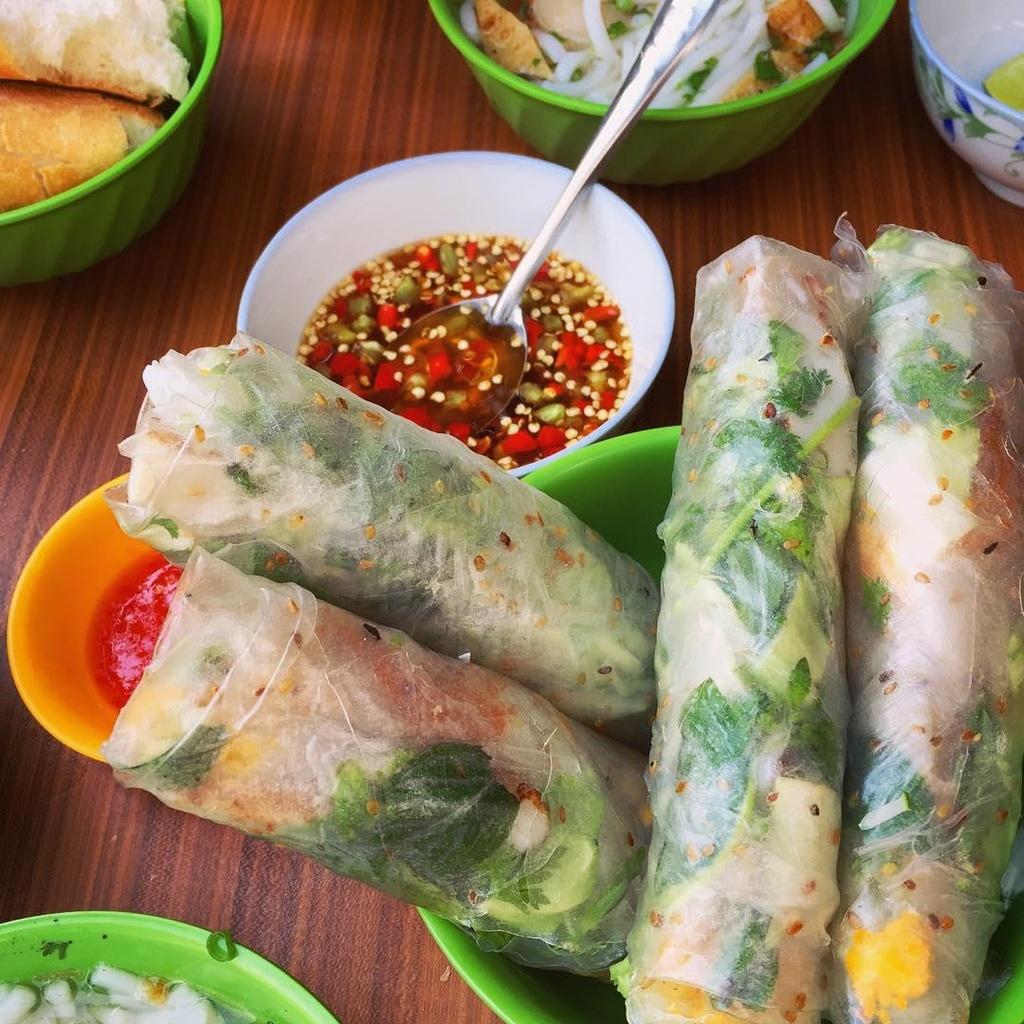 Den Ninh Thuan, an com ga, banh canh va loat mon nem mot lan nho mai hinh anh 7
