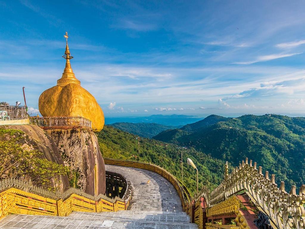 Độc đáo ngôi chùa đứng vững nghìn năm bên mép đá vàng - Ảnh 4