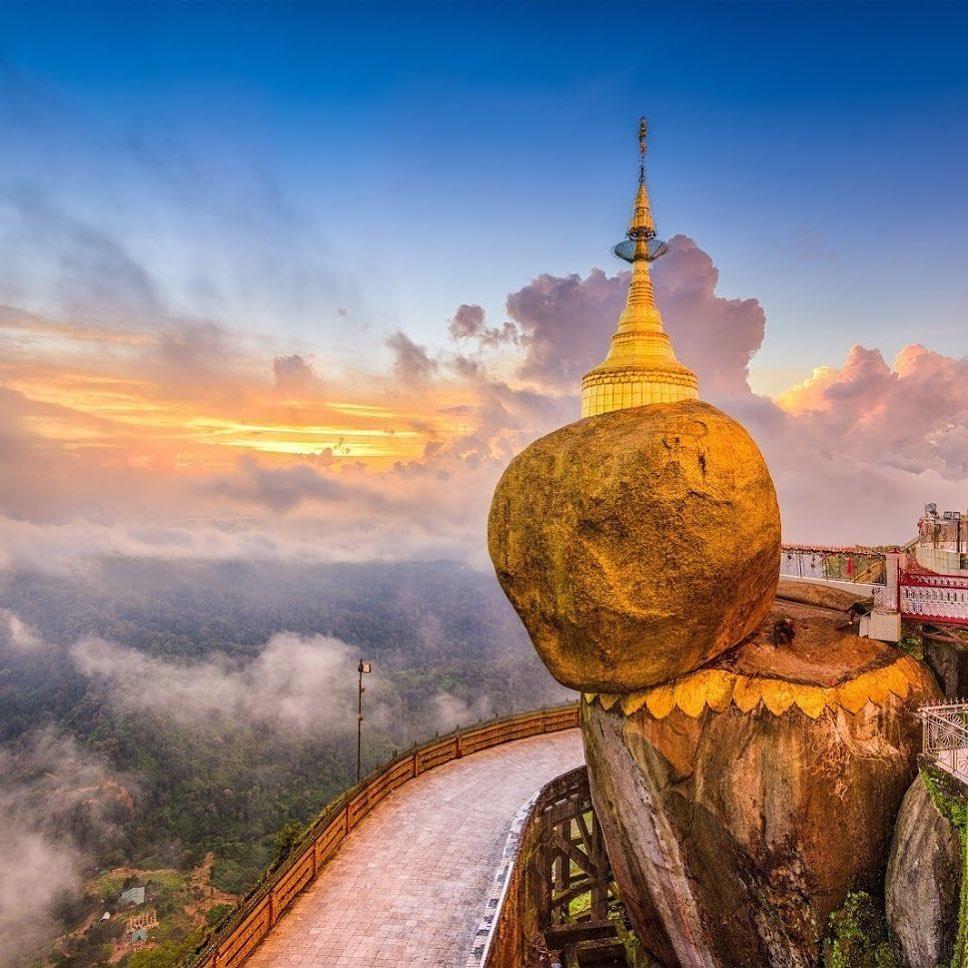 Độc đáo ngôi chùa đứng vững nghìn năm bên mép đá vàng - Ảnh 2