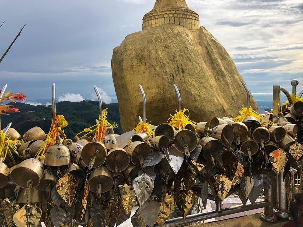 Độc đáo ngôi chùa đứng vững nghìn năm bên mép đá vàng - Ảnh 8