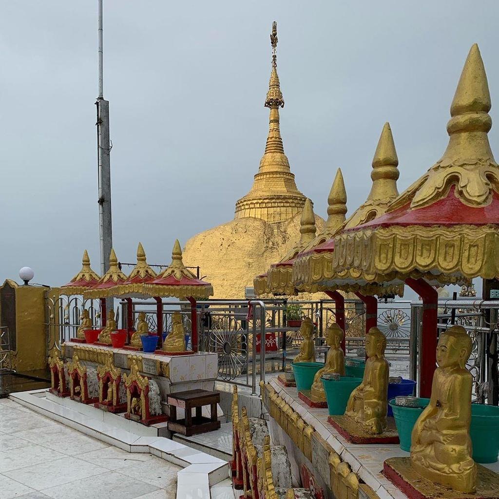 Độc đáo ngôi chùa đứng vững nghìn năm bên mép đá vàng - Ảnh 11