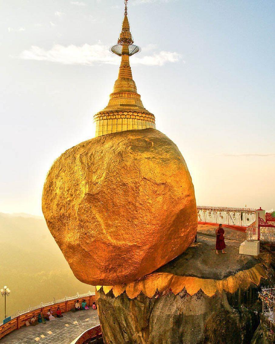 Độc đáo ngôi chùa đứng vững nghìn năm bên mép đá vàng - Ảnh 3