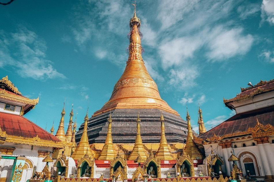 Những ngôi đền, chùa dát vàng, đính kim cương ở Myanmar - Ảnh 8