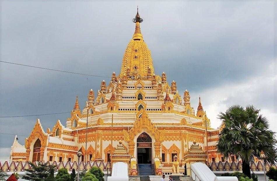 Những ngôi đền, chùa dát vàng, đính kim cương ở Myanmar - Ảnh 2