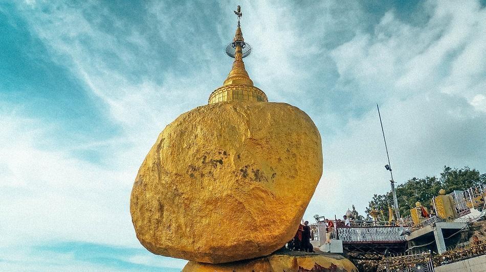 Những ngôi đền, chùa dát vàng, đính kim cương ở Myanmar - Ảnh 3