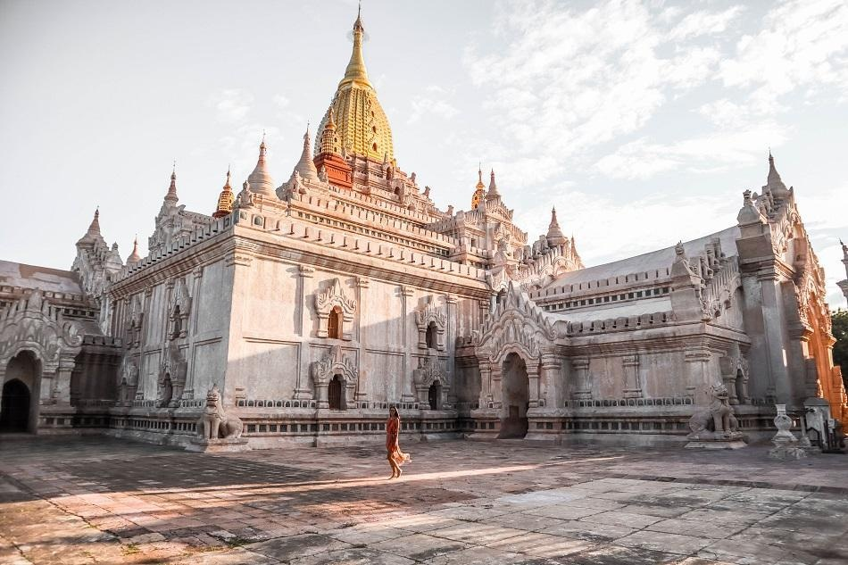 Những ngôi đền, chùa dát vàng, đính kim cương ở Myanmar - Ảnh 4