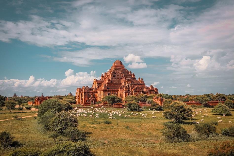Những ngôi đền, chùa dát vàng, đính kim cương ở Myanmar - Ảnh 5