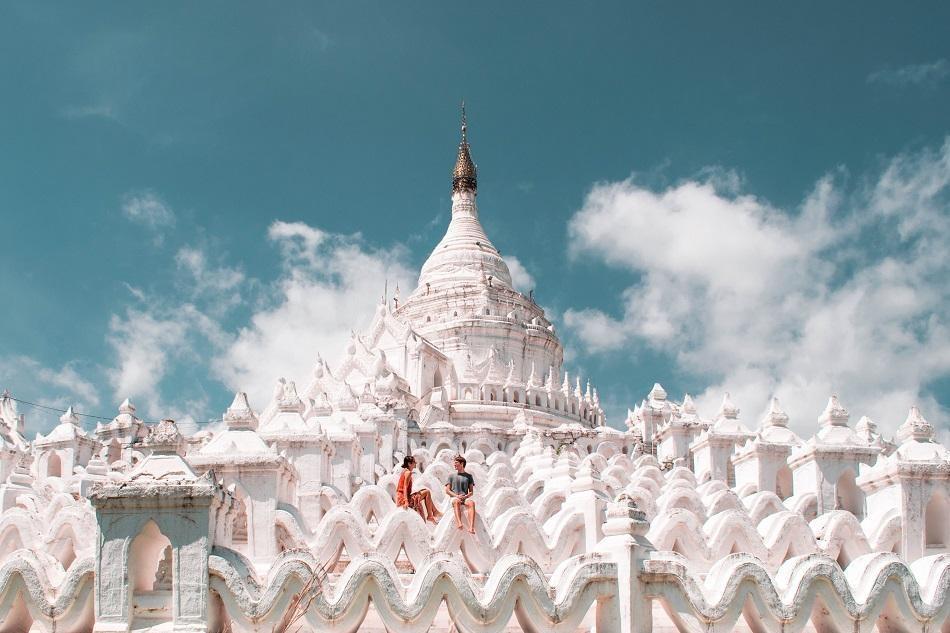 Những ngôi đền, chùa dát vàng, đính kim cương ở Myanmar - Ảnh 7