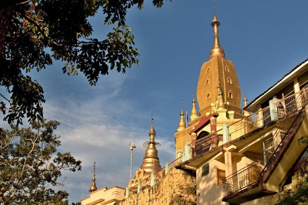 Độc đáo tu viện dát vàng giữa vùng đất mây vờn ở Myanmar - Ảnh 6
