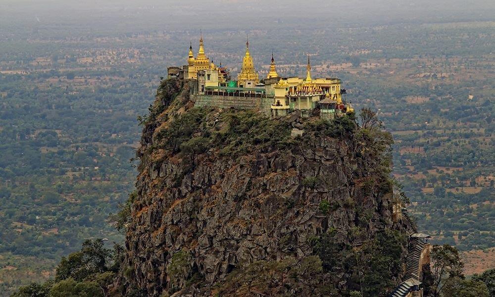 Độc đáo tu viện dát vàng giữa vùng đất mây vờn ở Myanmar - Ảnh 2